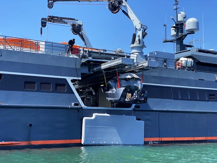 Image forSEAmagine successfully delivers its latest Aurora submersible onboard M.Y. HODOR